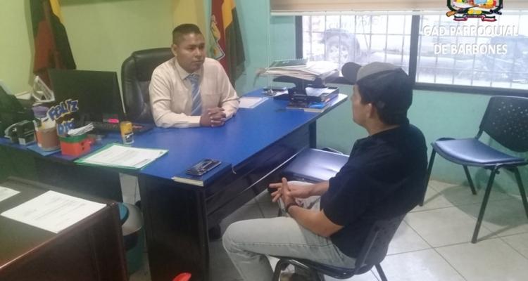 TRABAJOS DE BACHEO Y REGENERACIÓN DE LA VÍA PRINCIPAL DE NUESTRA PARROQUIA